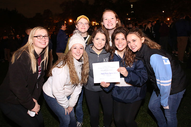 Students gather on the Mall during the 2018 Homecoming pep rally.