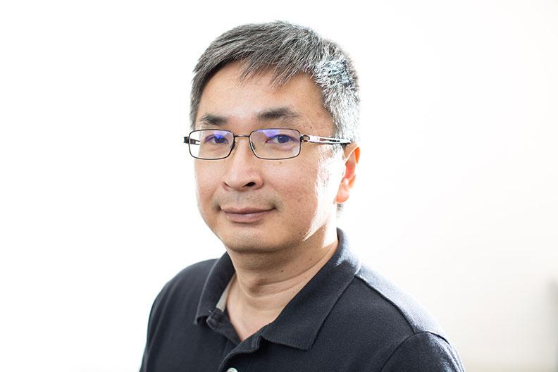 A portrait photograph of Siaw-Peng Wan, an Elmhurst College professor of business administration.