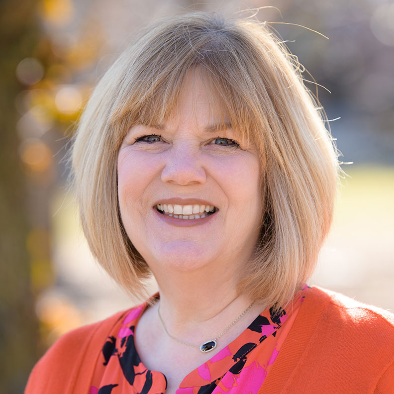 Lynda Nadkarni, member of the Elmhurst University Alumni Association Board of Directors.