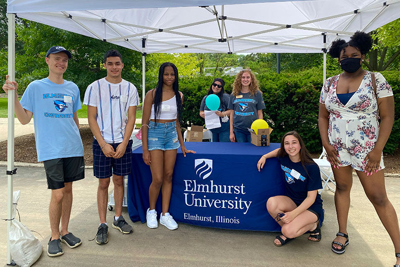 Incoming Elmhurst University students mingle with staff during the 2021 President's Picnic.